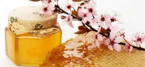 Антицеллюлитное обертывание с медом. В чем польза обертываний от целлюлита с медом?