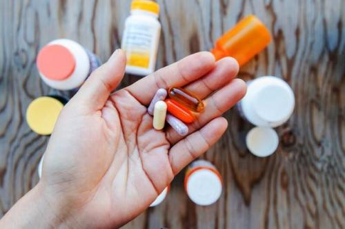 Сухая кожа рук витамины. Причины сухости кожи рук