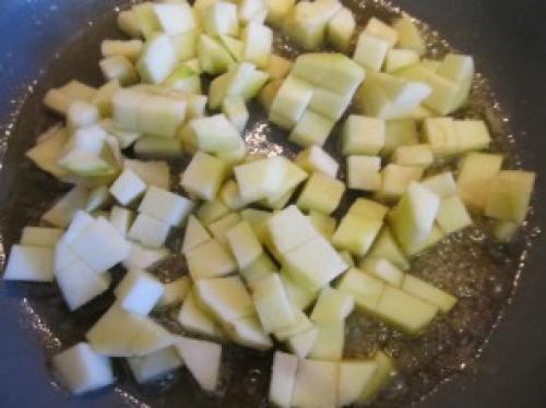Пирожки из творожного теста с яблоками в духовке.