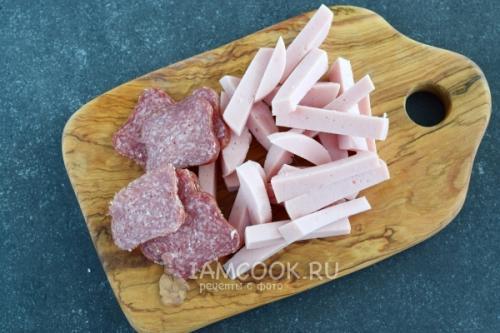 Завитушки из слоеного теста с колбасой и сыром. Слойки с колбасой и сыром