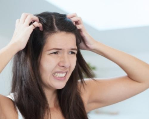 Как убрать зуд головы в домашних условиях. Как избавиться от зуда кожи головы?