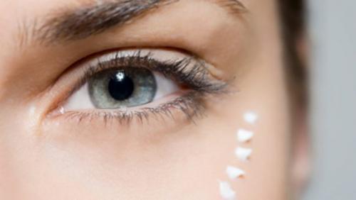 Уход за кожей вокруг глаз после 30 в домашних условиях. Обязательный уход за кожей вокруг глаз после 30 лет: косметические и домашние средства