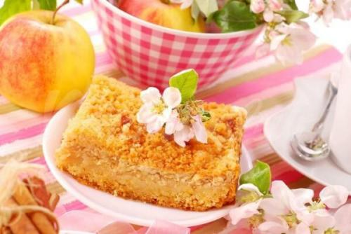 Рецепт: Тертый пирог с творогом и яблоками