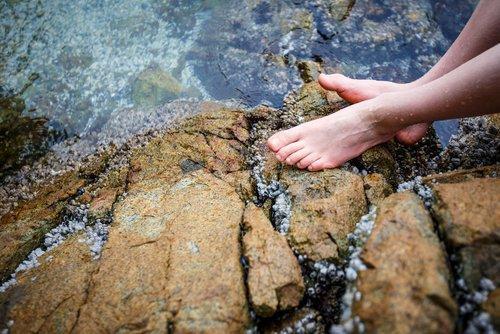 Что будет если подержать ноги в холодной воде 10 минут. Холодная вода со льдом для ног поможет укрепить иммунитет