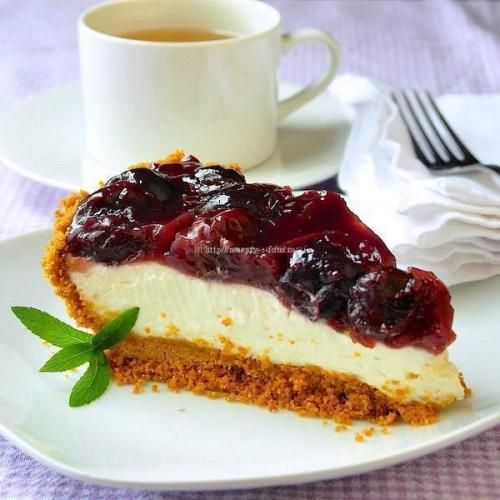 Пирог с вишней и сметанной заливкой без выпечки
