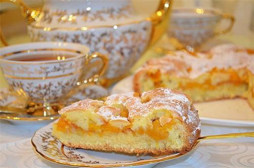 Сухой пирог с абрикосами. Пирог с абрикосами в духовке: 5 рецептов вкусного абрикосового пирога