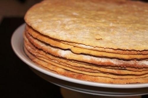 Торт медовик с тонкими коржами и заварным кремом. Торт медовик с заварным кремом: классический пошаговый рецепт с фото
