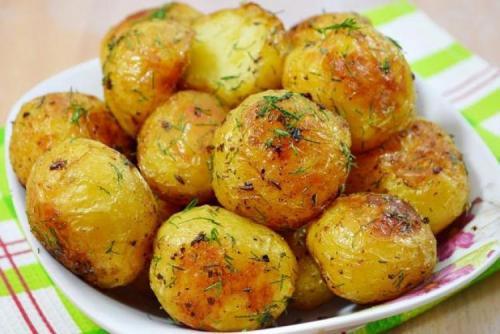 Диетическая картошка в мундире в духовке