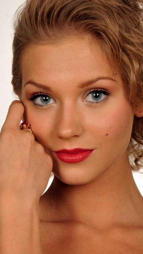 Тени для голубых глаз блондинок. Макияж для блондинок с голубыми глазами: 12 правил