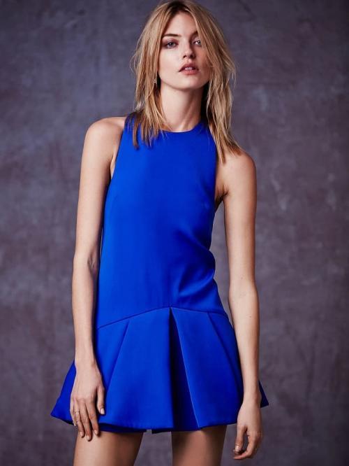 К темно синему платью макияж. Подбираем макияж под оттенок платья