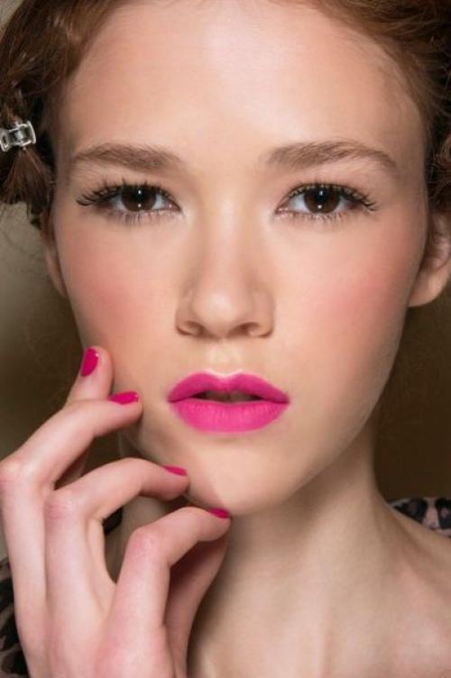 Макияж для сухой кожи лица. Как делать макияж, если лицо шелушится?