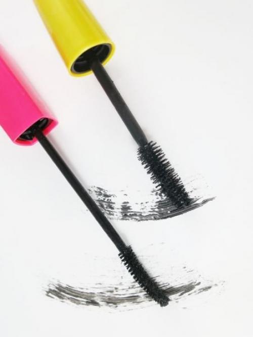 Как смыть водостойкую тушь с ресниц в домашних условиях. Чем смыть водостойкую тушь?