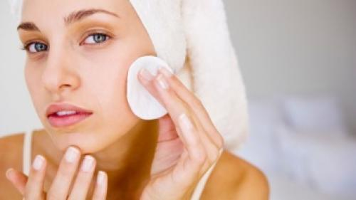 Как правильно наносить тональный крем на проблемную кожу: пошагово с фото