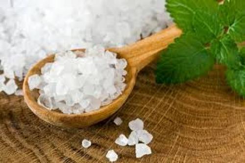 Скраб для лица в домашних условиях с морской солью. Морская соль для лица: применение в косметологии
