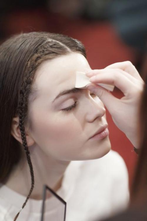 Как убрать жирный блеск с лица?