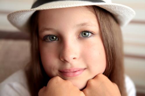 Легкий макияж в школу для карих глаз. Общие советы и рекомендации