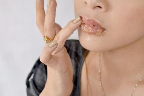 Скраб из меда и сахара для губ. Скраб для губ из меда своими руками