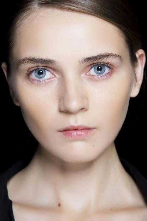 Коричневые тени для голубых глаз. Тени для голубых глаз: какой цвет выбрать?