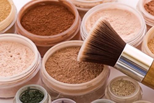 Какую пудру выбрать для жирной кожи. Какой должна быть лучшая пудра для жирной проблемной пористой кожи: мнение косметологов