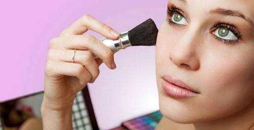 Как правильно пользоваться косметикой. Как наносить макияж правильно