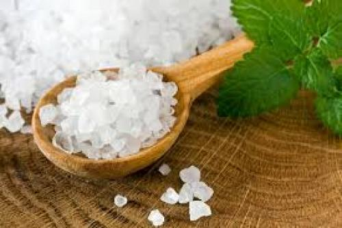 Скраб с морской солью в домашних условиях для лица. Морская соль для лица: применение в косметологии