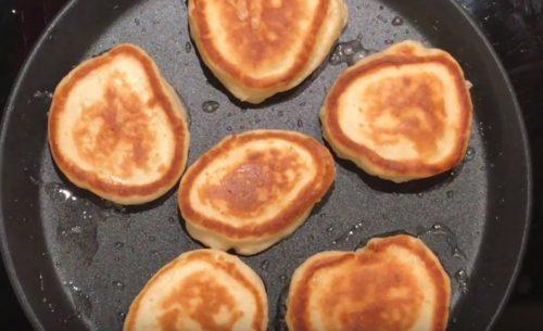 Рецепт пышных оладьев на кефире. Как приготовить пышные оладьи на кефире — пошаговый рецепт