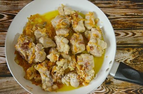 Мясо с картошкой в горшочках. Тушеная картошка с мясом в горшочке