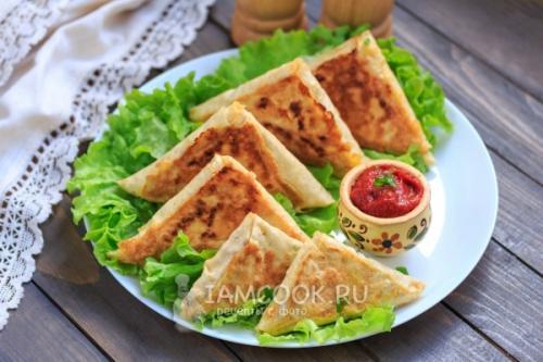 Быстрая закуска из лаваша с сыром и колбасой. Жареный лаваш с колбасой и сыром