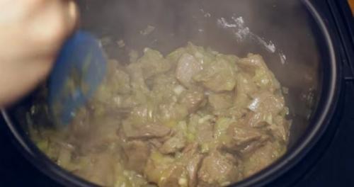 Как приготовить гуляш из говядины в мультиварке. Сколько и как готовить венгерское блюдо?