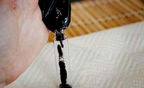 Тушь из активированного угля. Как сделать в домашних условиях тушь для ресниц из активированного угля своими руками?
