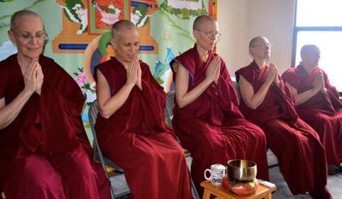 Буддийские монахи, их община и правила