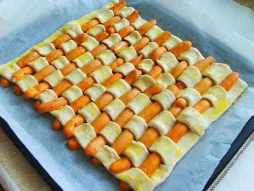 Сосиска в тесте, как завернуть. Как правильно и красиво завернуть сосиску в слоеное и дрожжевое тесто
