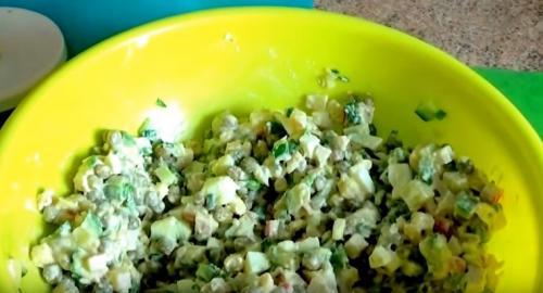Салат с крабовыми палочками — вкусный и простой рецепт