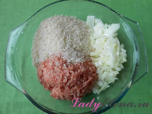 Ёжики из фарша с рисом с подливкой на сковороде. Ежики из фарша с рисом в духовке — фото рецепт пошаговый