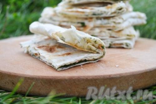 Лаваш с сыром и зеленью на мангале