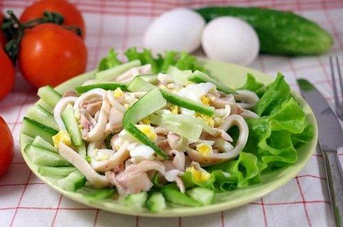 Салат с кальмарами самый вкусный. Полезные свойства кальмаров