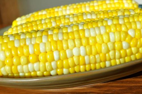 Кукуруза при диете можно или нет. На свежих молодых (молочных) початках