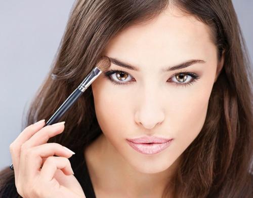 Естественный макияж для брюнеток с карими глазами. Дневной макияж для карих глаз