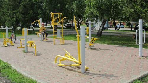 Силовая тренировка на уличных тренажерах. Тренировка на уличных тренажерах