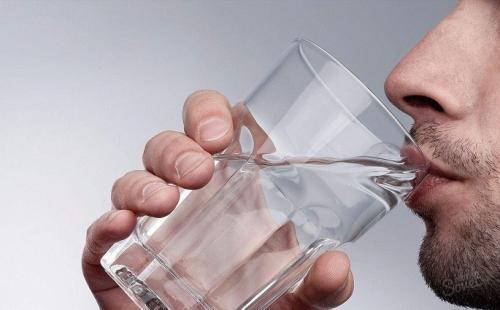 Чистка кишечника водой с солью. Очищение организма водой: в каких случаях используется?