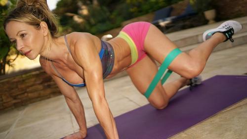 Как называется резинка для фитнеса. Лучшие упражнения с фитнес резинкой в домашних условиях