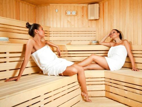 Антицеллюлитные обертывания для бани. Баня при целлюлите: основные правила