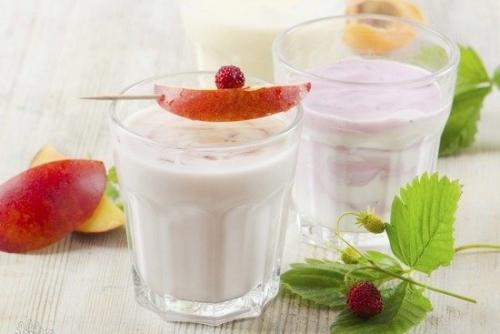 Можно ли на ночь пить кефир при похудении. Почему стоит выпивать на ночь стакан кефира: полеза и вред продукта