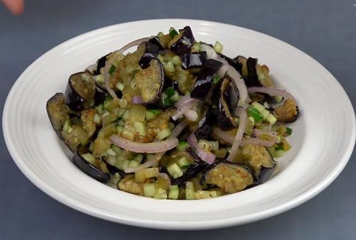 Обалденный салат из баклажанов к шашлыку. Обалденный салат из баклажанов: к шашлыку и не только
