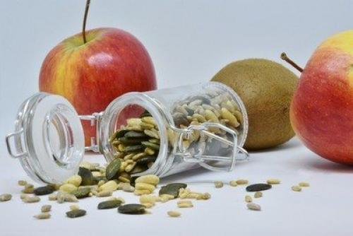 Семечки на ночь при диете. Польза и вред: состав продукта, влияние на организм во время сокращения питания