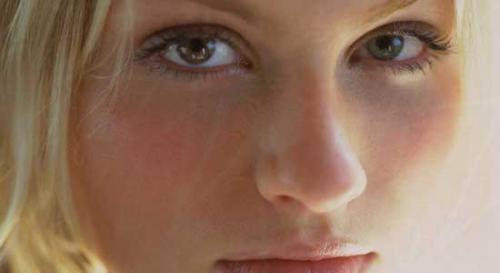 Рвота и красные пятна на лице у ребенка. Красные точки на лице —, что такое, причины появления, как избавиться