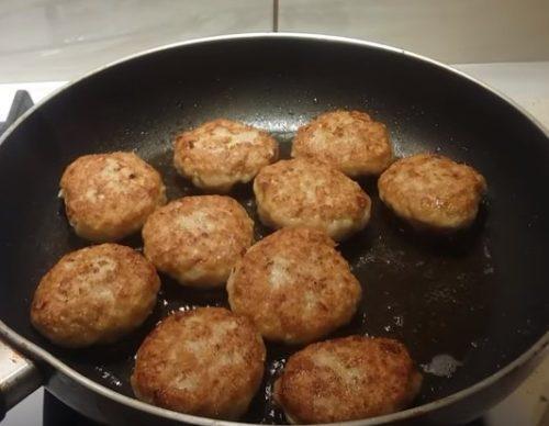 Котлеты из грудки куриной рецепт. Куриные котлеты из грудок с манкой и без хлеба