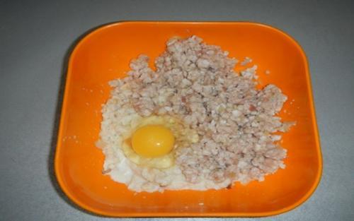 Котлеты из курицы. Куриные котлеты с начинкой из сыра с яйцом