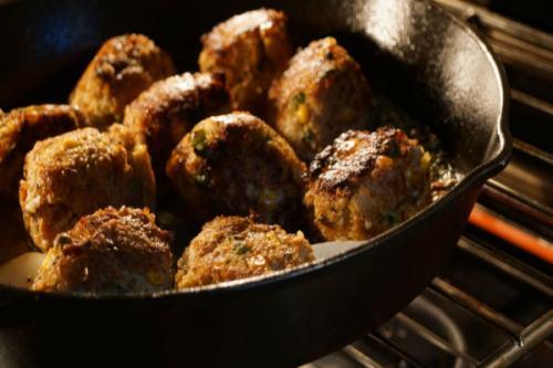 Тушеные куриные котлеты. Как потушить котлеты на сковороде