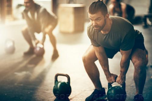 Как убрать бока упражнения дома. Как убрать бока при помощи специальных упражнений? Сжигание жира при помощи упражнений происходит двумя способами: посредством анаэробных нагрузок или интенсивных силовых тренировок. Анаэробные упражнения провоцируют расширение сосудов и капилляров, усиливают приток крови к мышцам. После анаэробных тренировок повышается уровень белка миоглобина, который связывает кислород в мышцах скелета и сердца, формируя кислородный резерв. Наличие достаточного объема кислорода и усиление кровообращения способствуют расщеплению жировых клеток. Эффект ускоренного жирового обмена длится в течение 36 часов после выполнения анаэробных упражнений.  Важно! Анаэробные тренировки – это физические упражнения, которые требуют большой физической отдачи, выполняются коротким промежутком времени с интервалами отдыха (спринтерский бег, скоростная езда на велосипеде, поднятие тяжестей). Анаэробные занятия предполагают интенсивное использование резервов энергетических депо без участия кислорода.